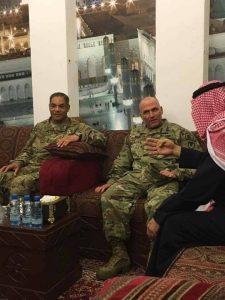 کفار سکولار آمریکا در مدینه و مسجد النبی با لباس نظامی